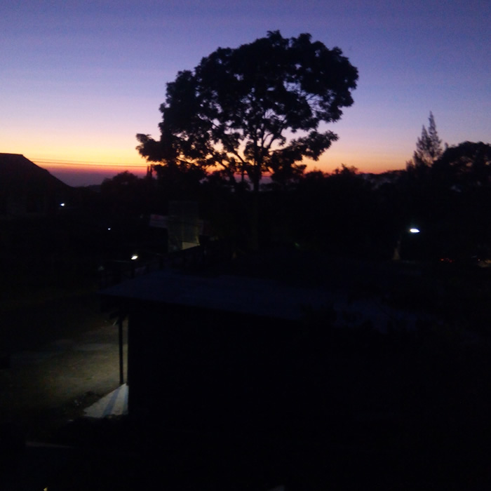 Pemandangan dari Villa Agape Puncak pada pukul 6 pagi
